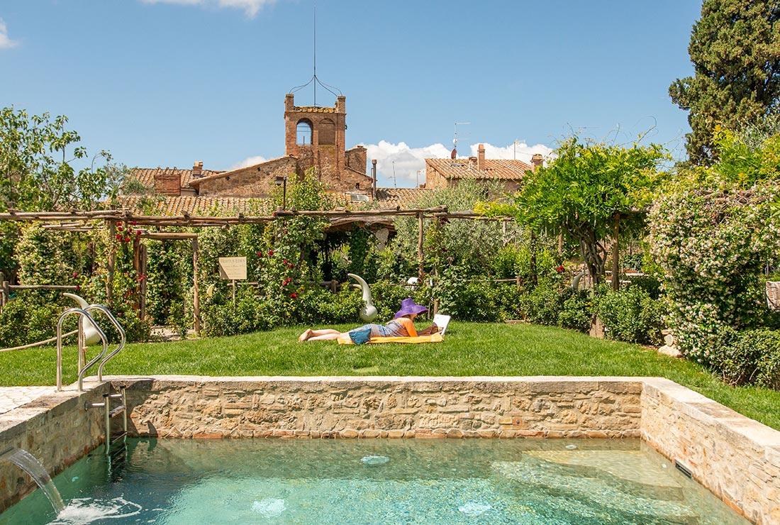 borgo with pool in Val d'Orcia